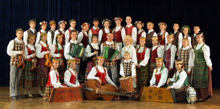 Litouwse dans- & muziekgroep 'Tarškutis': gastgezinnen gezocht - folder downloaden